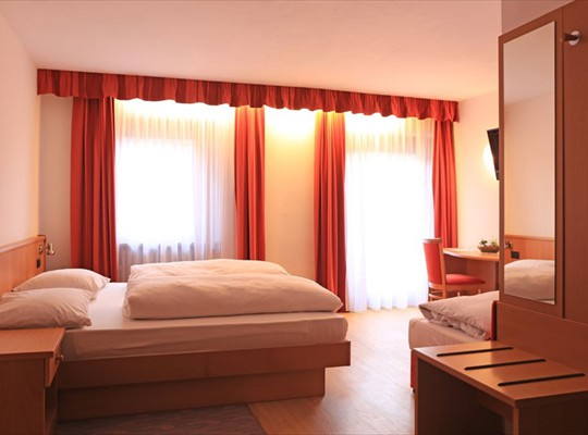 Sample Room - Pension Zambelli Kiens (Italy) South Tyrol